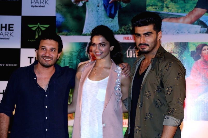 Filmmaker Homi Adajania, actors Deepika Padukone and Arjun Kapoor during the promotion of their upcoming film Finding Fanny, in Hyderabad on Sep. 02, 2014. - Homi Adajania, Deepika Padukone and Arjun Kapoor