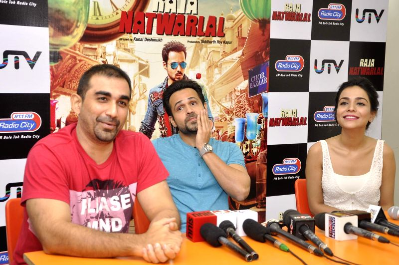 Filmmaker Kunal Deshmukh, actors Emraan Hashmi and Humaima Malik during the launch of song Kal They Mile from their film Raja Natwarlal in Mumbai on July 30, 2014. - Kunal Deshmukh, Emraan Hashmi and Humaima Malik