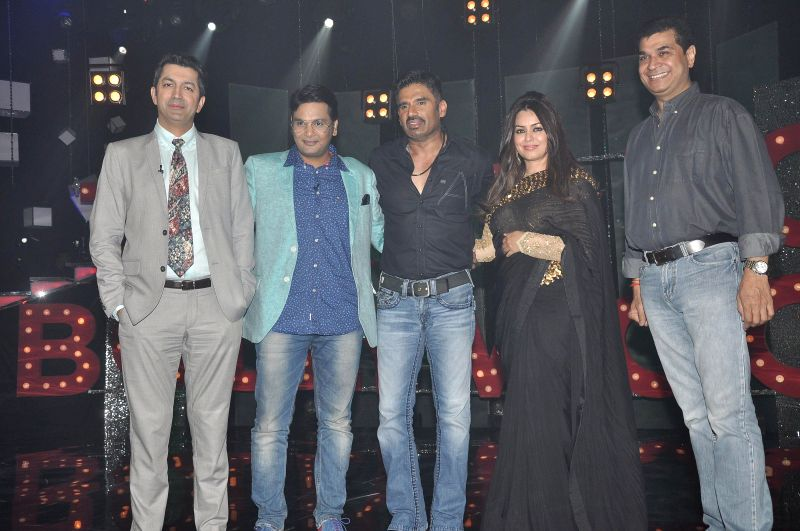 Filmmaker Kunal Kohli, ctors Mahima Chaudhry and Suniel Shetty on the sets of NDTV Prime's Ticket to Bollywood to promote their upcoming film Koyelaanchal in Mumbai, on April 25, 2014. - Kunal Kohli and Suniel Shetty