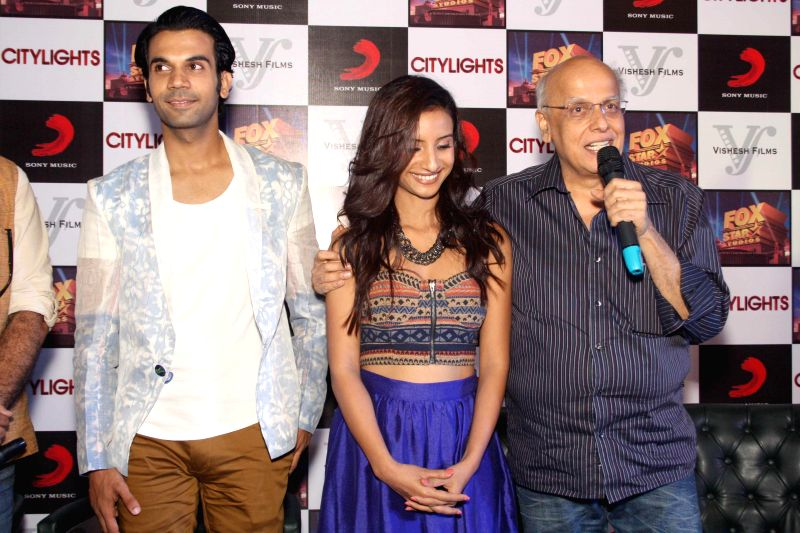 Filmmaker Mahesh Bhatt with actors Rajkummar Rao and Patralekha during a press conference to promote their upcoming film 'Citylights' in New Delhi on May 2, 2014. - Mahesh Bhatt, Rajkummar Rao and Patralekha