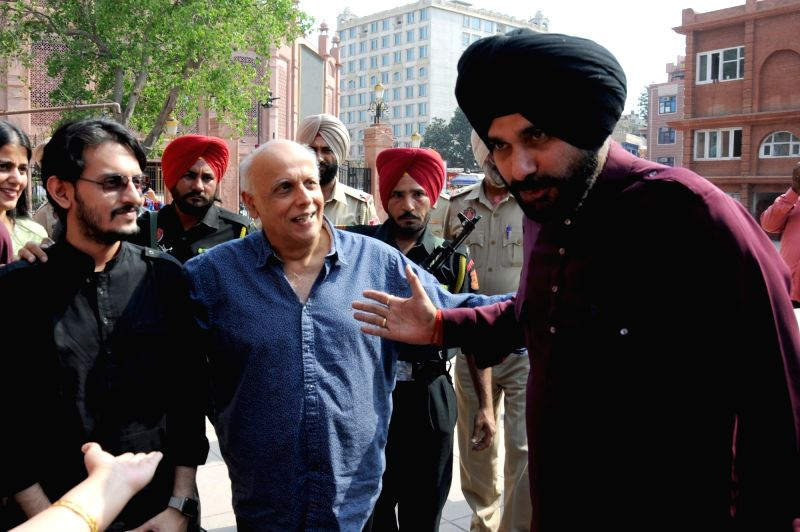 Filmmaker Mahesh Bhatt with Punjab Minister Navjot Singh Sidhu during his visit to Partition Museum, at Town Hall, in Amritsar on April 14, 2017. - Mahesh Bhatt and Navjot Singh Sidhu