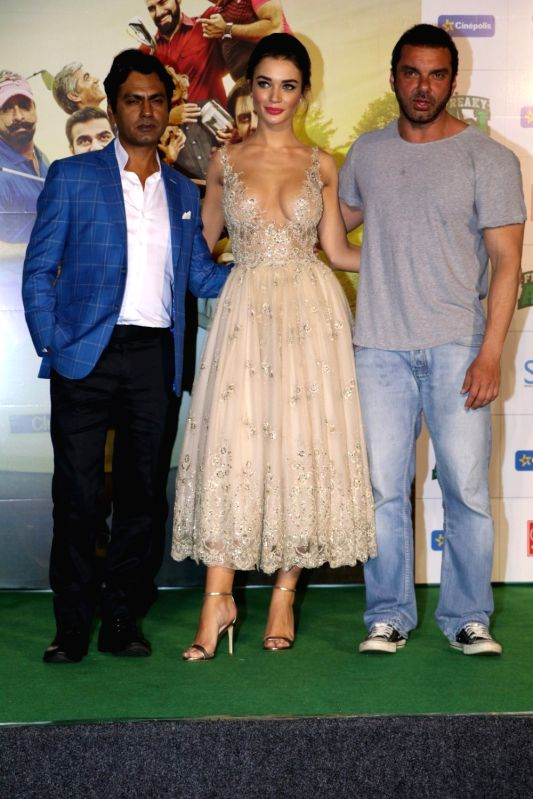 Filmmaker Sohail Khan, actors Amy Jacksonn and Nawazuddin Siddiqui during the trailer launch of film Freaky Ali, in Mumbai on August 7, 2016. - Sohail Khan, Amy Jacksonn and Nawazuddin Siddiqui