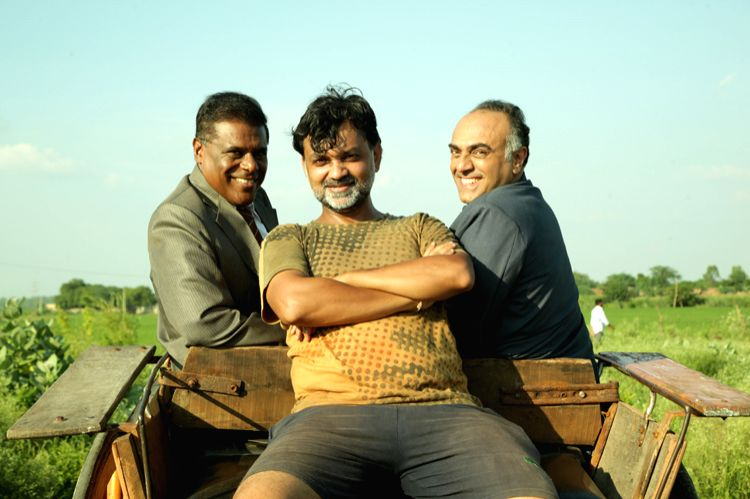 Filmmaker Srijit Mukherji with actors Rajit Kapoor (right) and Ashish Vidyarthi. (Photo Courtesy: Vishesh Films) - Srijit Mukherji and Rajit Kapoor