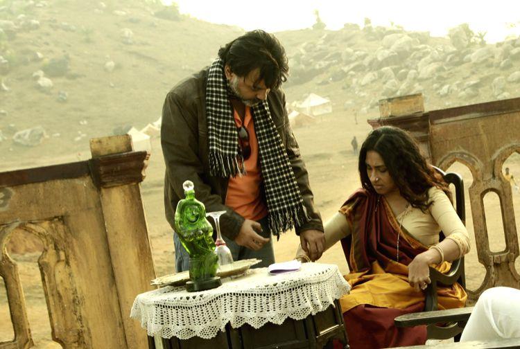 "Filmmaker Srijit Mukherji with actress Rituparna Sengupta who played the role of Begum Jaan in Bengali film \""Rajkahini\"".(Photo Courtesy: SVF Entertainment) - Srijit Mukherji"