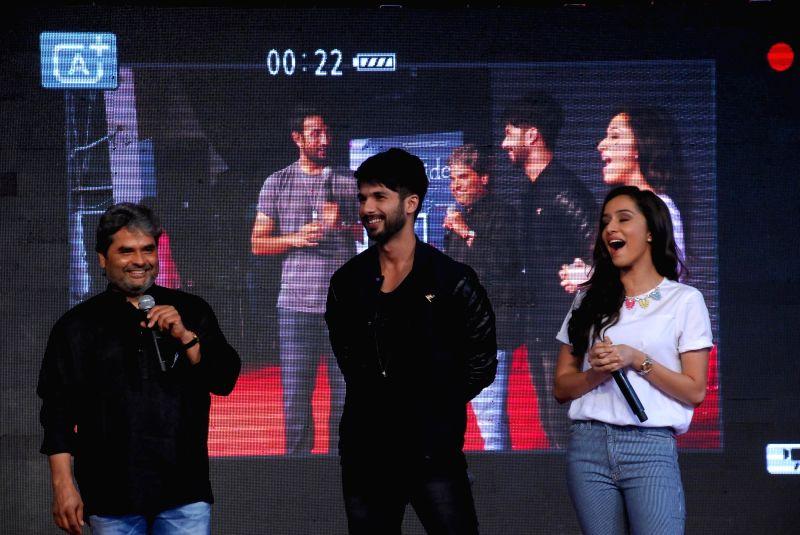 Filmmaker Vishal Bhardwaj, actors Shahid Kapoor and Shraddha Kapoor during the promotion of film Haider in Mumbai on August 15, 2014. - Vishal Bhardwaj, Shahid Kapoor and Shraddha Kapoor