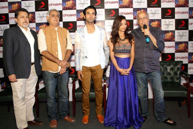Filmmakers Mahesh Bhatt, Hansal Mehta, actors Rajkummar Rao and Patralekha during a press conference to promote their upcoming film 'Citylights' in New Delhi on May 2, 2014. - Mahesh Bhatt, Hansal Mehta, Rajkummar Rao and Patralekha