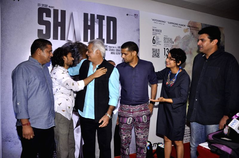 Filmmakers Mukesh Shah, Hansal Mehta, Anand Gandhi, actor Sohum Shah, filmmaker Kiran Rao and Siddharth Roy Kapoor, CEO, UTV Motion Pictures during the success party of the films Shahid and Ship of .. - Sohum Shah, Mukesh Shah, Hansal Mehta, Anand Gandhi, Kiran Rao and Siddharth Roy Kapoor