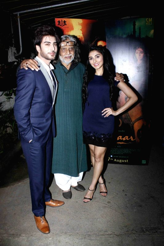 Filmmakers Muzaffar Ali, Imran Abbas and Pernia Qureshi during the screening of film Jaanisaar in Mumbai, on August 6, 2015. - Muzaffar Ali, Imran Abbas and Pernia Qureshi
