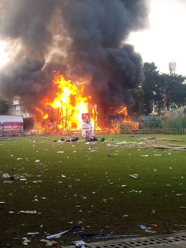 Fire breaks at Salt Lake Durga Puja pandal