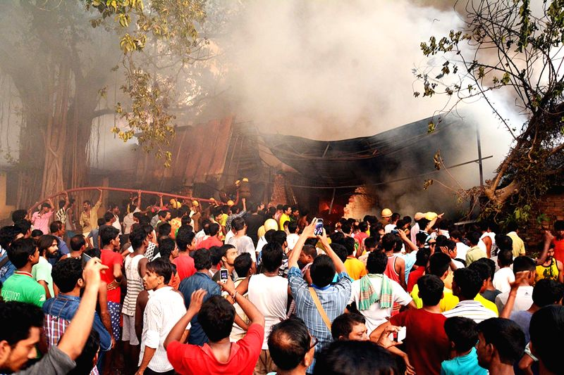 Fire breaks out at Charu market in Kolkata on May 26, 2016.