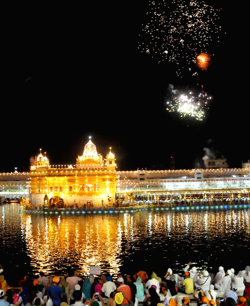 Fireworks illuminate the sky above the Golden Temple on Baisakhi in Amritsar on April 14, 2014.