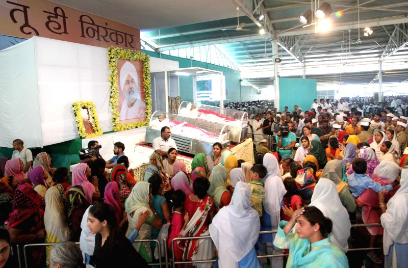 Followers of spiritual leader and Sant Nirankari Mission head Baba Hardev Singh pay their last respect in New Delhi, on May 16, 2016. - Hardev Singh