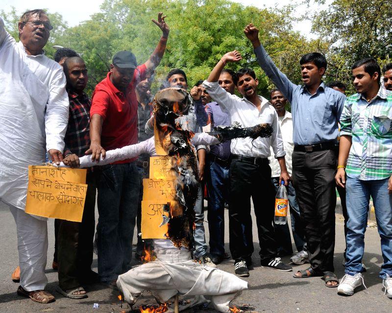 Former Aam Aadmi Party (AAP) workers  burn effigy of AAP leader Arvind Kejriwal during a demonstration against party's policies at Jantar Mantar in New Delhi on May 4, 2014. - Arvind Kejriwal