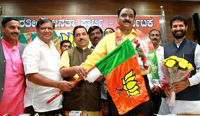 Former Bangalore Police Commissioner Shankar Bidari joins BJP in presence of Karnataka BJP chief Prahlad Joshi and others in Bangalore on Aug 20, 2014. - Prahlad Joshi