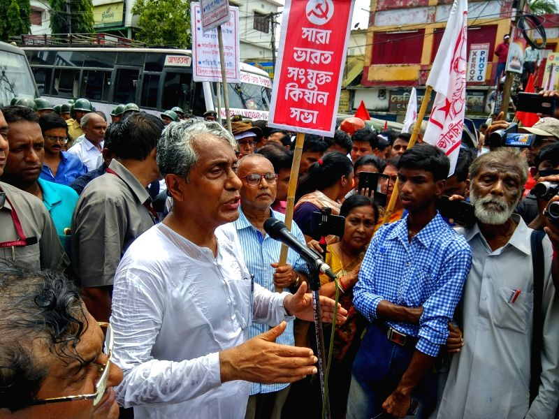 "Former Chief Minister and er of the Opposition Manik Sarkar addresses a gathering during ""Jail Bharo Andolan"", in Agartala on Aug 9, 2018."
