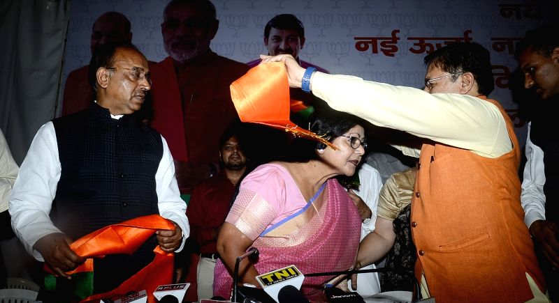 Former Congress leader Barkha Shukla Singh joins BJP in presence of BJP's national Vice President and Delhi in-charge Shyam Jaju, in New Delhi on April 22, 2017. Also seen Union Sports ... - Vijay Goel and Barkha Shukla Singh