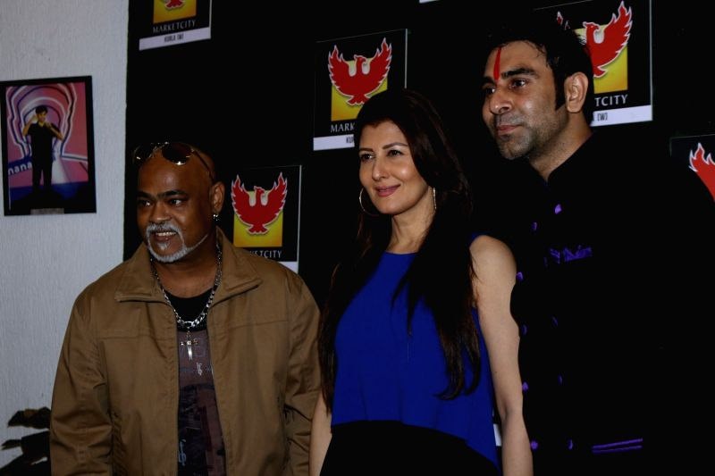 Former cricket player Vinod Kambli, actress Sangeeta Bijlani and choreographer Sandip Soparrkar during the grand finale of of India's first Dance Week Season 4 in Mumbai on April 29, 2017. - Sangeeta Bijlani