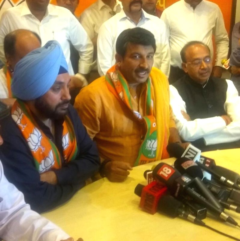 Former DPCC chief Arvinder Singh Lovely during a press conference with Delhi BJP chief Manoj Tiwari and Union Vijay Goel after joining BJP in New Delhi on April 18, 2017. - Arvinder Singh Lovely