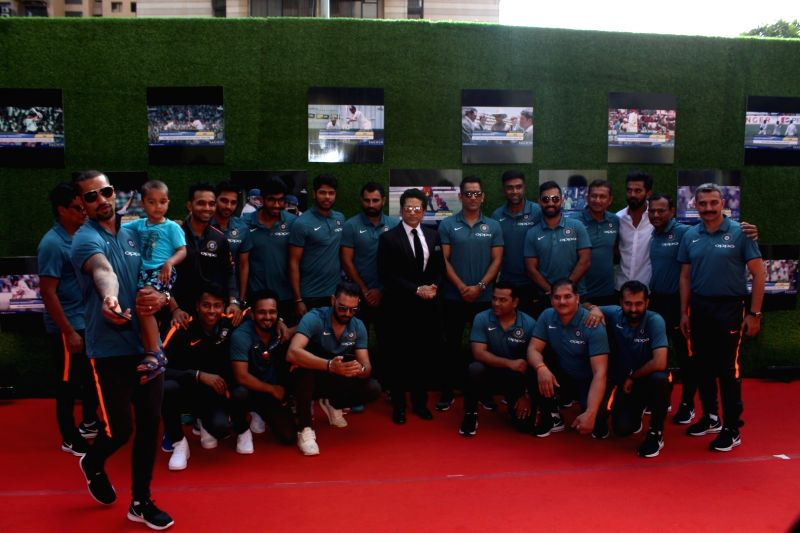 Former Indian cricket player Sachin Tendulkar along with the Indian cricket team pose for picture during the premiere of film Sachin: A Billion Dreams in Mumbai, on May 24, 2017. - Sachin Tendulkar