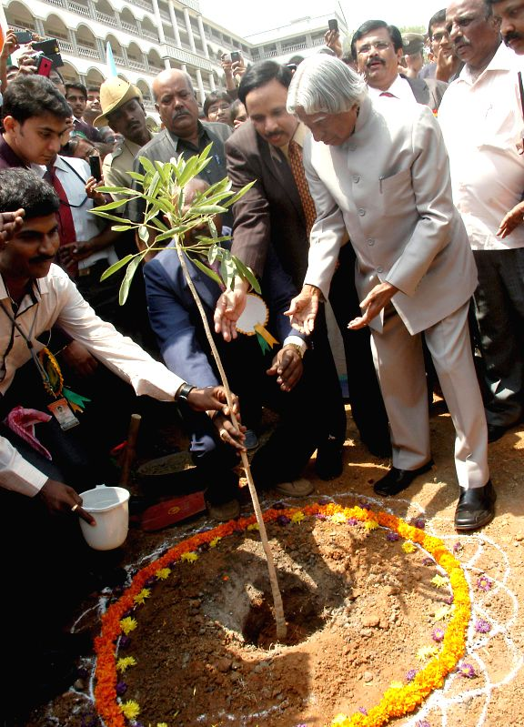 Former Indian President APJ Abdul Kalam plants a tree during a seminar on 'Role of Youth in Nation Building' in Bangalore on May 2, 2014.