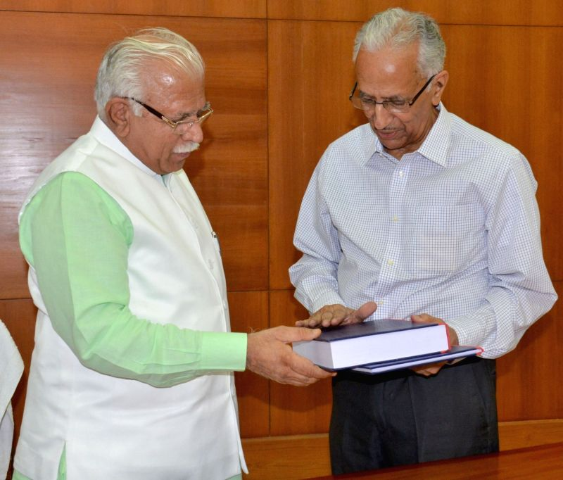 Former IPS officer Parkash Singh submit his report on Jat agitation to Haryana Chief Minister Manohar Lal Khattar in Chandigarh, on May 13, 2016. - Manohar Lal Khattar and Parkash Singh
