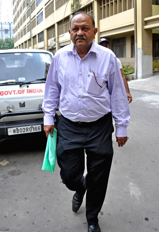 Former IPS officer Rajat Majumder appears before CBI in connection with the Saradha chit fund scam in Kolkata on Aug 23, 2014.