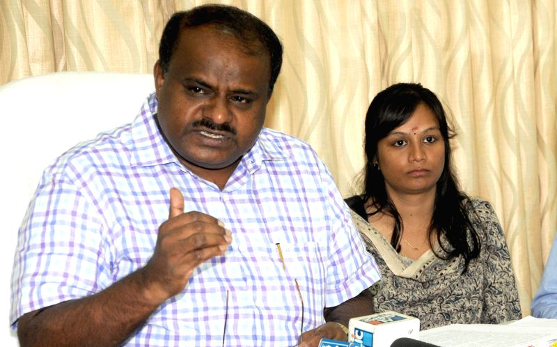 Former Karnataka Chief Minister and JD(S) leader HD Kumaraswamy addresses a press conference regarding KPSC in Bangalore on Aug 11, 2014.