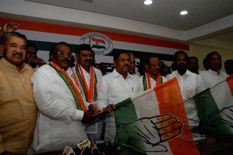 Venkataramanappa joined congress party in presence of KPCC ...