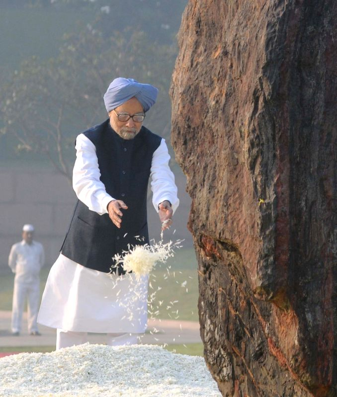 Former Prime Minister Dr Manmohan Singh  pays floral tribute at the memorial of the former Prime Minister Indira Gandhi, on her 98th Birth Anniversary, in New Delhi on Nov 19, 2015. - Manmohan Singh