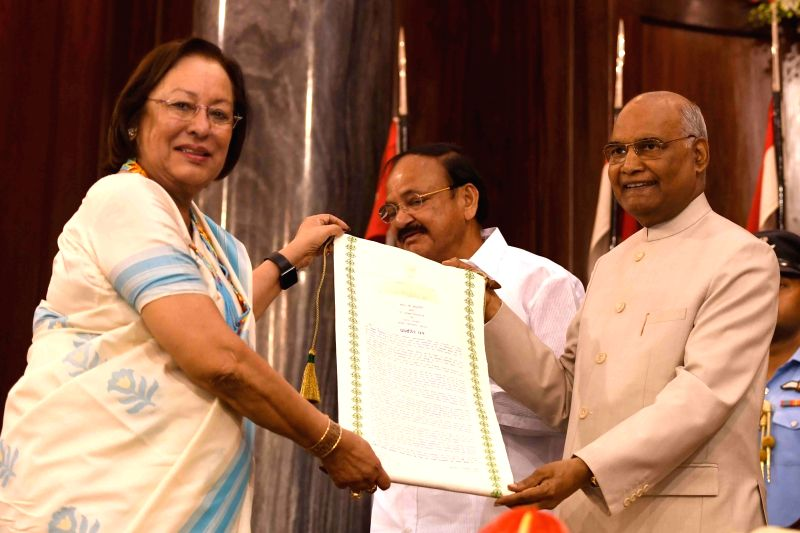 Former Rajya Sabha member Dr Najma Heptulla receives Outstanding Parliamentarian Award for the year 2013 from President Ram Nath Kovind during Outstanding Parliamentarian Award ceremony at ... - Najma Heptulla and Nath Kovind