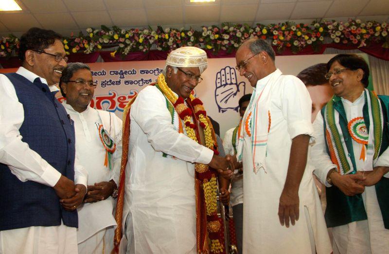 Former Union Minister Mallikarjuna Kharge being felicitated by Congress Karnataka incharge Digvijaya Singh, Chief Minister K Siddaramaiah, KPCC President G Parmeshwar and others during the Congress .. - Mallikarjuna Kharge and Digvijaya Singh