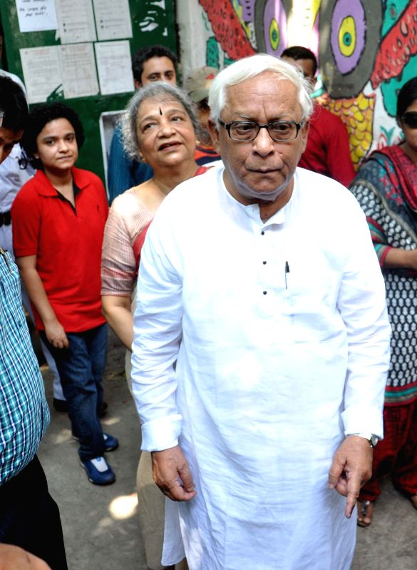 Former West Bengal Chief Minister and CPI-M leader Buddhadeb Bhattacharjee arrives to cast his vote at a polling booth during the ninth phase of 2014 Lok Sabha Polls in Kolkata on May 12, 2014.
