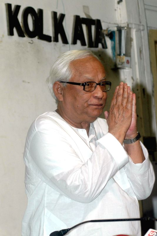 Former West Bengal Chief Minister Buddhadeb Bhattacharjee during a press conference at Press Club in Kolkata on April 25, 2014.