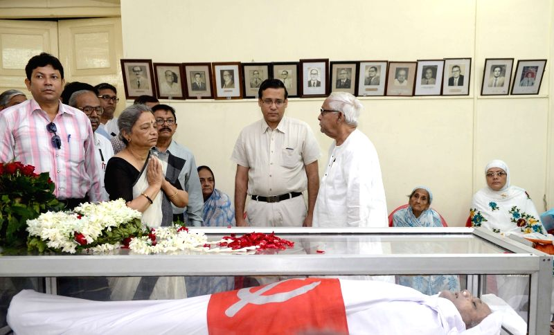 Former West Bengal Chief Minister Buddhadeb Bhattacharjee pays tribute to  former West Bengal Assembly speaker Hashim Abdul Halim who passed away on 2nd November; in Kolkata, on Nov 3, 2015.