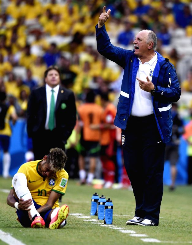 Brazil's head coach Luiz Felipe Scolari (R, front) reacts as Brazil's Neymar (bottom) resting with leg injury during a Group A match between Brazil and Mexico of .