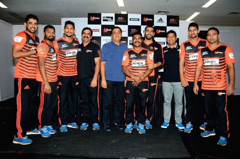 Founder of UTV group and owner of U Mumba Kabaddi team Ronnie Screwvala with U Mumba team during the press conference as a preview to the seventh leg of Star Sports Pro Kabaddi Season 4, in ...