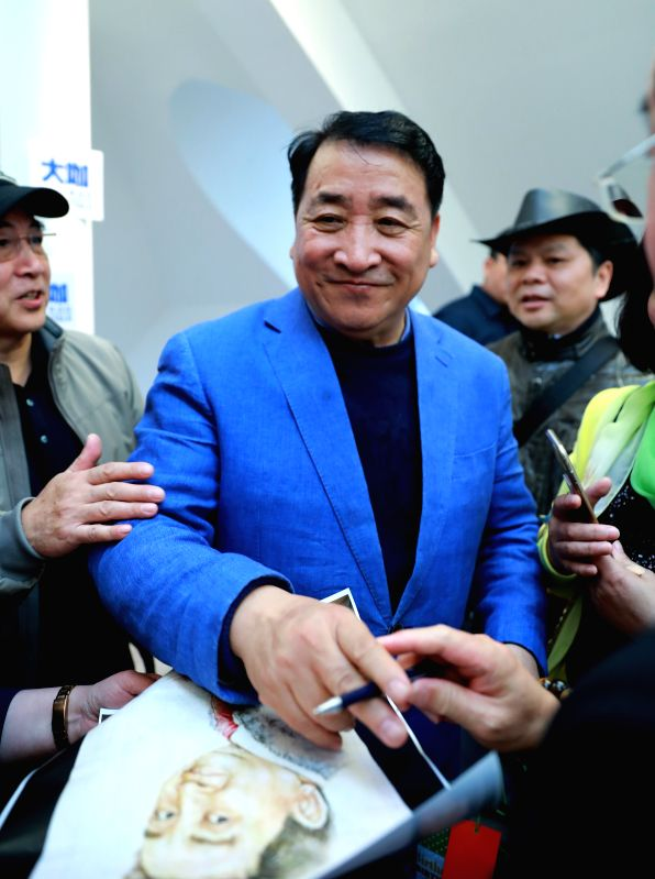 FRANKFURT, April 29, 2017 - Chinese cross talk artist Jiang Kun (C) interacts with his fans at Nouvelles d'Europe Cultural Center during his visit to Germany's Frankfurt on April 28, 2017. - Jiang Kun