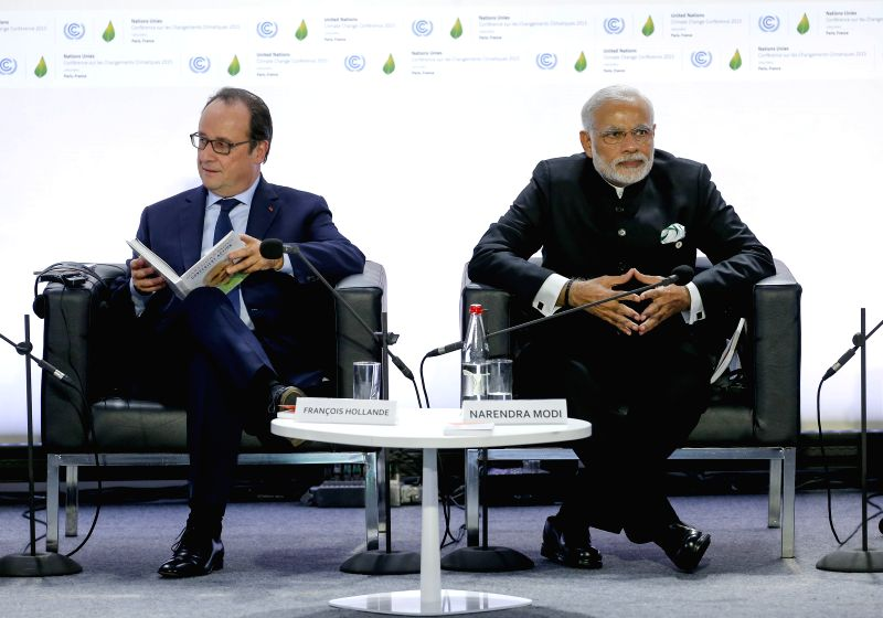 French President Francois Hollande (L) and Indian Prime Minister Narendra Modi attend the launching ceremony of the International Solar Alliance during the 2015 ... - Narendra Modi