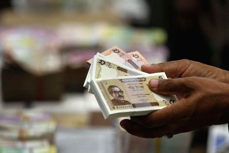 Fresh Bangladeshi currency notes on sale ahead of Eid-ul-Fitr at a Gulistan footpath in Dhaka, Bangladesh on July 20, 2014.