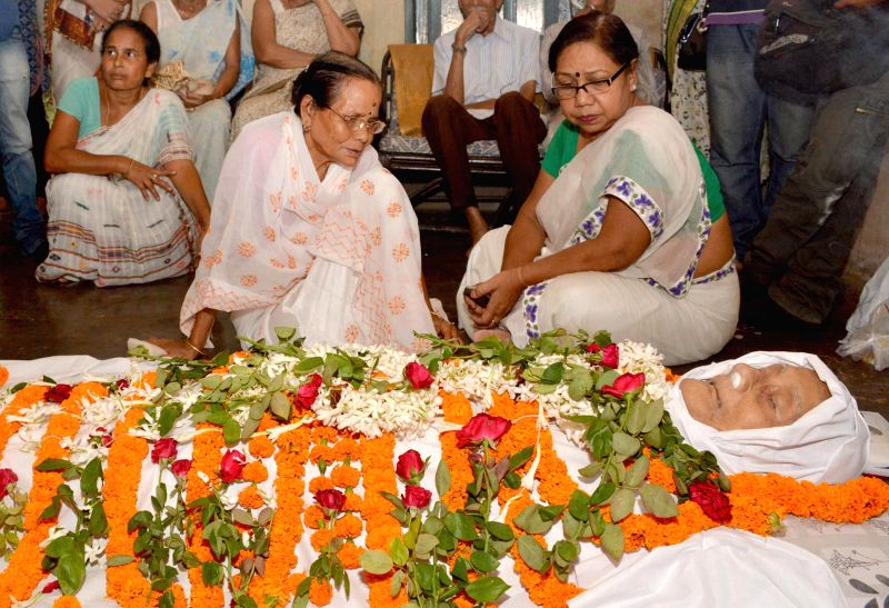 Friends and relatives of veteran sports journalist Pulin Das pay their last respect to the journalist who died at the age of 97 in Guwahati on July 16, 2014.