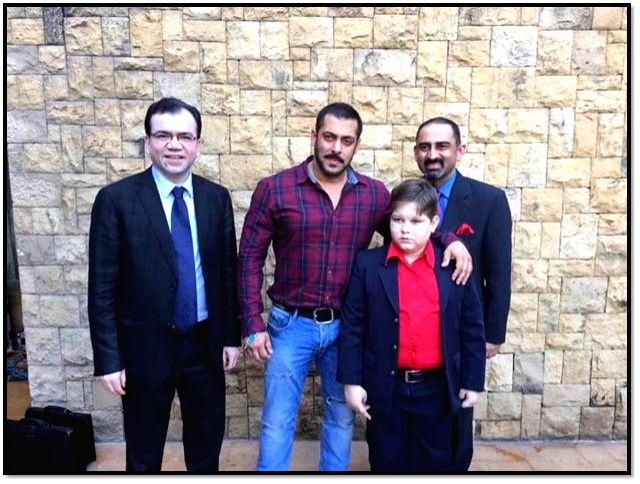 (From L to R) : Dr Subash Gupta, Salman Khan, Abdul and Dr Anupam Sibal in Mumbai. - Subash Gupta