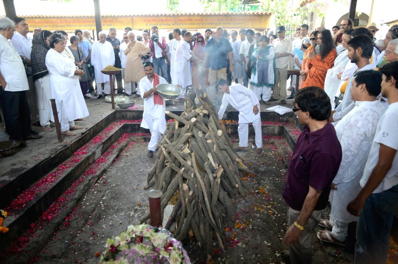 Funeral of veteran actress Zohra Sehgal who died at the age of 102 years yesterday (on 10th July 2014) underway in New Delhi on July 11, 2014.