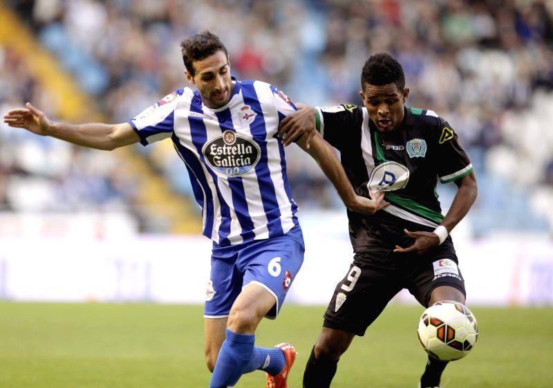 Deportivo La Coruna's midfielder Jose Rodriguez (L) fights for the ball with Cabo Verdian midfielder Heldon Augusto Almeida Ramos (R) of Cordoba during their Primera Divison soccer match ...