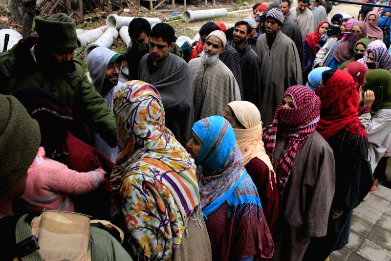 People queue-up outside a polling booth in Lar village to cast their votes during the first phase of Jammu and Kashmir polls in Ganderbal district of the state on Nov 25, 2014.