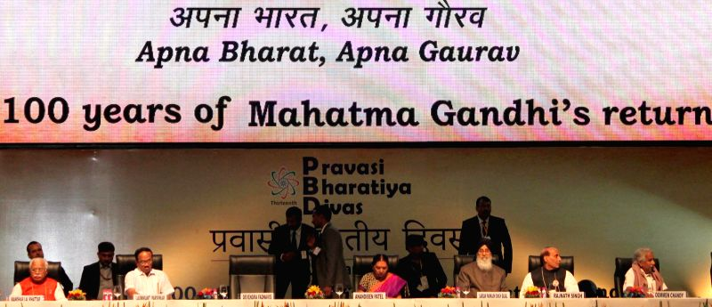(L to R) Haryana Chief Minister Manohar Lal Khattar, Goa Chief Minister Laxmikant Parsekar, Gujarat Chief Minister Anandiben Patel, Punjab Chief Minister Parkash Singh Badal, Union Home . - Manohar Lal Khattar, Anandiben Patel, Parkash Singh Badal and Rajnath Singh