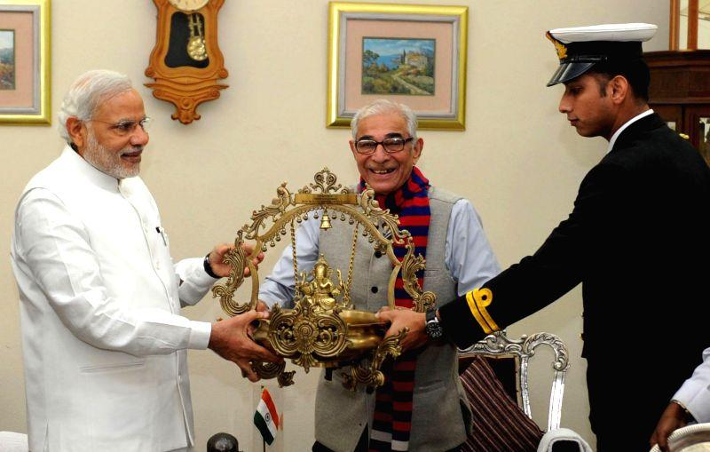 Prime Minister Narendra Modi with Gujarat Governor O.P. Kohli, in Gandhinagar, Gujarat on Jan 8, 2015. - Narendra Modi and P. Kohli