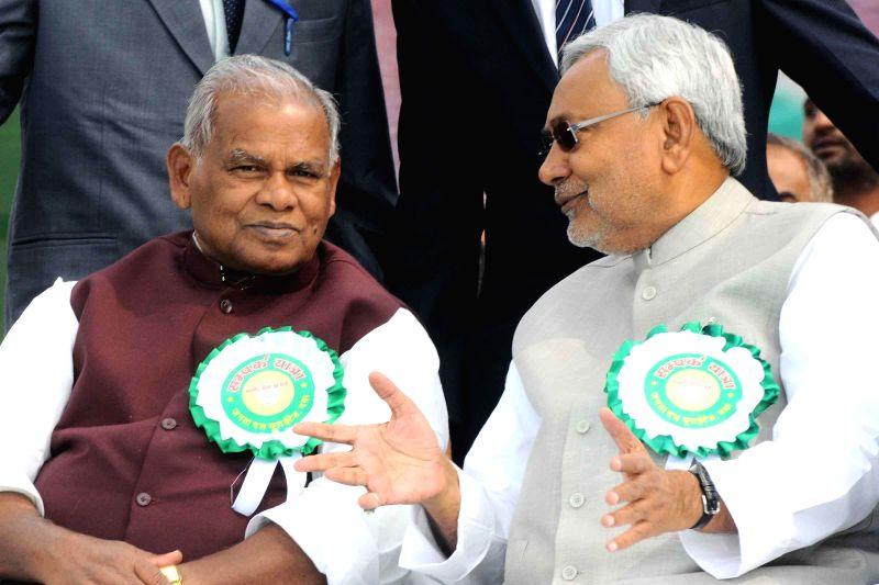 Bihar Chief Minister Jitan Ram Majhi with JD (U) leader Nitish Kumar during a programme in Gaya on Nov 26, 2014. - Jitan Ram Majhi and Nitish Kumar