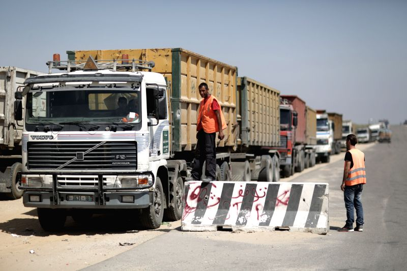 Palestinian trucks loaded with goods arrive in Rafah City through the Kerem Shalom commercial crossing between Israel and the southern Gaza Strip on April 27, 2014. .