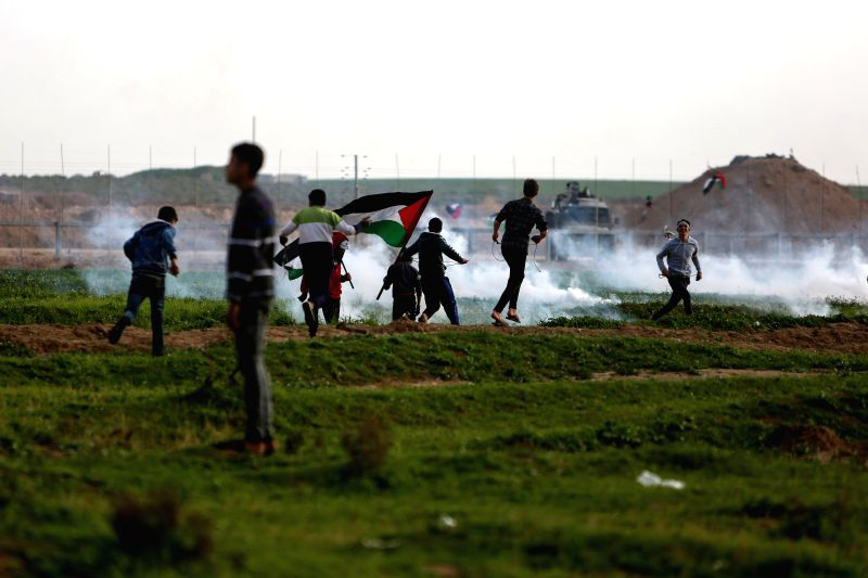 GAZA, Feb. 1, 2019 (Xinhua) -- Palestinian protesters clash with Israeli troops on the Gaza-Israel border, east of Gaza City, on Feb. 1, 2019. Clashes broke out on Friday afternoon between Palestinian demonstrators and Israeli army forces in the West
