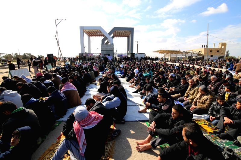 Palestinians pray in front of Rafah border crossing between Gaza Strip and Egypt on Jan 16, 2015 to protest against the closing of the border. Hundreds of Palestinians